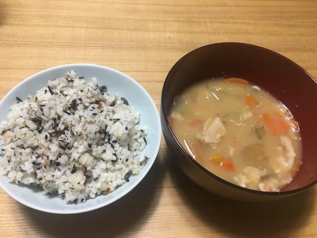 ひじきご飯と豚汁